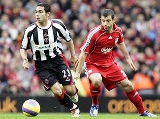 """Cú đúp """"ngã"""" của Gerrard và chiến thắng cho Liverpool - 3"""