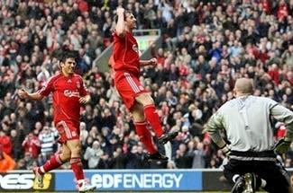 """Cú đúp """"ngã"""" của Gerrard và chiến thắng cho Liverpool - 1"""