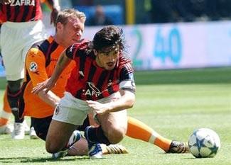 Số phận không mỉm cười với Milan - 1