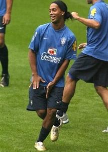 Ronaldinho trở lại đội hình xuất phát - 1