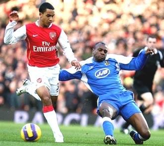 """Thierry Henry: """"Đừng tạo thêm sức ép cho Walcott"""" - 1"""