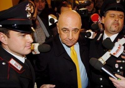 Quyền Chủ tịch Milan bị doạ giết vì định bán Kaka - 1