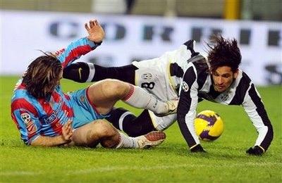 Lão bà Juve lạnh lùng gạt Catania để vào Tứ kết - 2