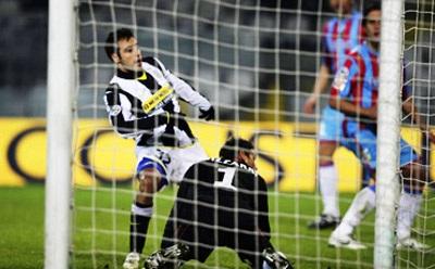 Lão bà Juve lạnh lùng gạt Catania để vào Tứ kết - 3