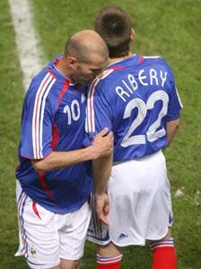 Inter thừa nhận việc quan tâm đến John Terry - 1