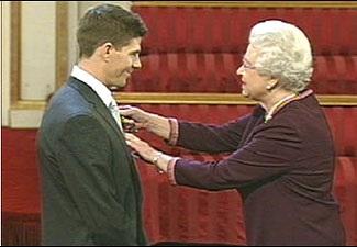 Steven Gerrard được phong tước Hiệp sỹ đế chế Anh - 1