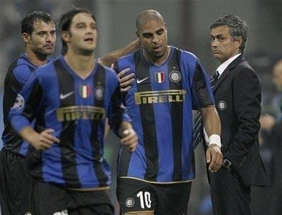 """""""Hoàng đế"""" Adriano lại cám ơn Mourinho rối rít - 1"""