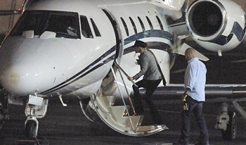Vợ Beckham vội vã về Anh thăm bố chồng - 1