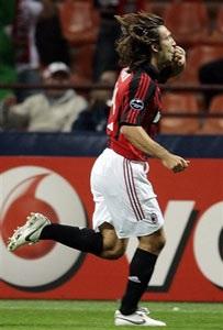 Milan khởi đầu nhẹ nhàng, Liverpool trầy trật rời Dragao - 1