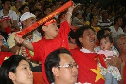 CĐV Việt Nam ngỡ mình đang mơ - 3
