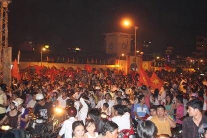 Chùm ảnh: Sài Gòn đêm không ngủ! - 11