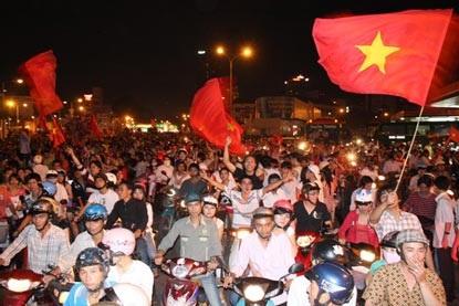 Chùm ảnh: Sài Gòn đêm không ngủ! - 13