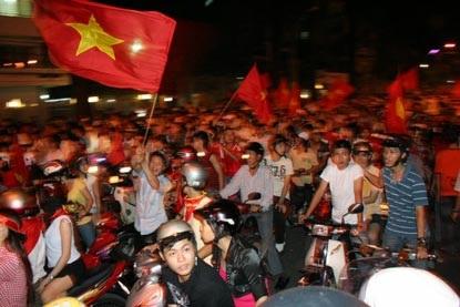 Chùm ảnh: Sài Gòn đêm không ngủ! - 15