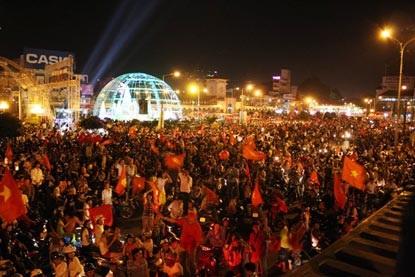 Chùm ảnh: Sài Gòn đêm không ngủ! - 4