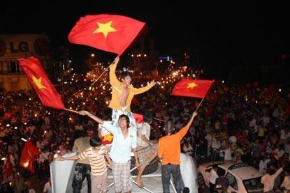 Chùm ảnh: Sài Gòn đêm không ngủ! - 6