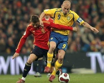 """""""Bò tót"""" Tây Ban Nha cùng Ba Lan đồng loạt đoạt vé - 1"""