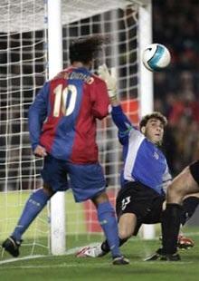 Eto'o lập công giúp Barca thắng ấn tượng - 3