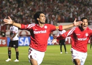 """Internacional trở thành """"ông vua"""" mới của Nam Mỹ - 1"""