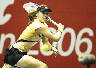 Niềm vui chiến thắng cho Hingis, Kuznetsova - 1