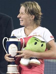 Niềm vui chiến thắng cho Hingis, Kuznetsova - 2