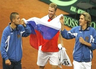"""Tursunov """"quật ngã"""" Roddick đưa Nga vào chung kết - 2"""
