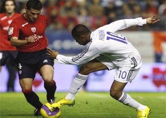 """Barca trở lại ngôi đầu bảng, Nistelrooy """"dội bom"""" vào lưới Osasuna - 1"""