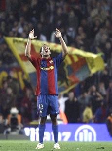 """Barca trở lại ngôi đầu bảng, Nistelrooy """"dội bom"""" vào lưới Osasuna - 2"""