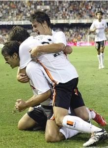 "Morientes ""khai nòng"" giúp Valencia chiến thắng - 1"