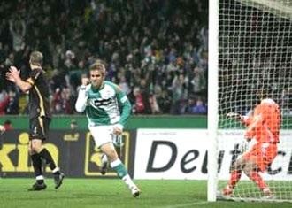 """Bremen """"sảy chân"""", Bayern hút chết trong trận cầu đinh - 1"""