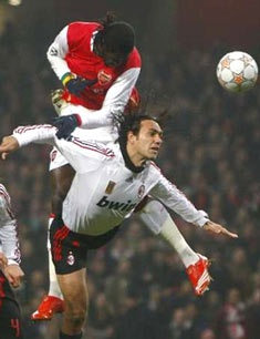 "Adebayor lớn tiếng ""dọa"" Milan - 1"