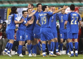 """Luca Toni """"nổ súng"""" giúp Italia khẳng định đẳng cấp - 1"""