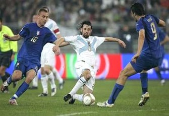 """Luca Toni """"nổ súng"""" giúp Italia khẳng định đẳng cấp - 2"""
