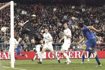 """Luca Toni """"nổ súng"""" giúp Italia khẳng định đẳng cấp - 3"""