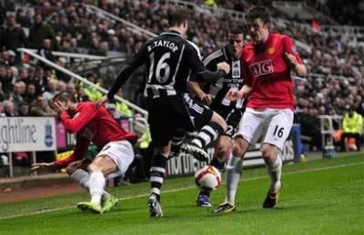 """Fergie: """"Ronaldo đang là mục tiêu tấn công của các trọng tài"""" - 1"""
