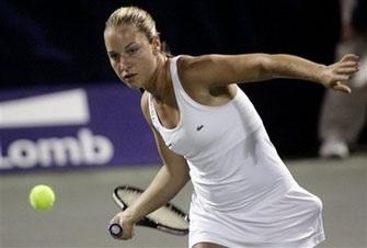 Danh hiệu sân đất nện đầu tiên cho Sharapova  - 1