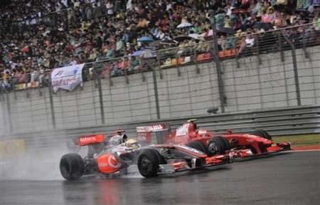 """Red Bull """"bùng nổ"""", Ferrari vẫn """"trắng tay"""" - 2"""