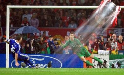 Chùm ảnh hài về cú sút penalty hỏng ăn của John Terry - 5