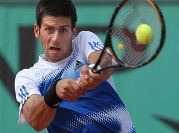 Sharapova chật vật, Nadal và Djokovic thắng dễ - 1