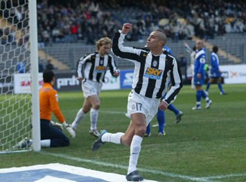 """Trezeguet sẽ phải làm """"khán giả"""" tại Euro 2008 - 1"""