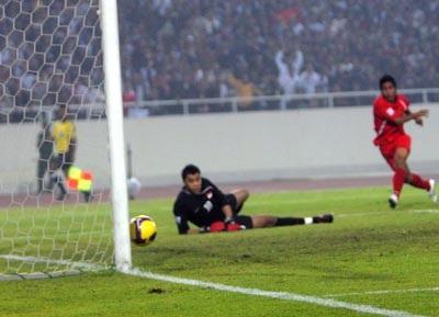Để Singapore cầm chân, Việt Nam gặp khó trước trận lượt về - 2