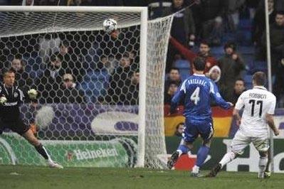 """Real Madrid """"khiêu vũ"""" trong ngày ra mắt của Juande Ramos - 2"""