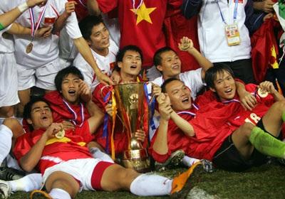 Công Vinh ghi bàn thắng Vàng giúp Việt Nam vô địch AFF Cup - 4