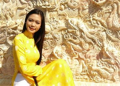 Chùm ảnh Hoa hậu Thuỳ Dung rực rỡ trong nắng xuân - 11