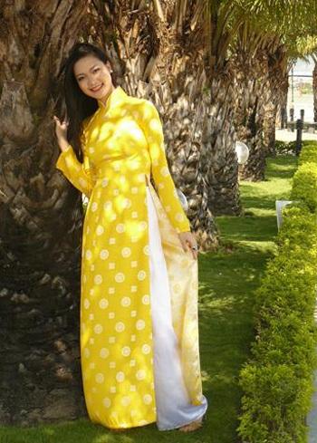 Chùm ảnh Hoa hậu Thuỳ Dung rực rỡ trong nắng xuân - 15