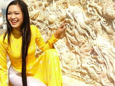 Chùm ảnh Hoa hậu Thuỳ Dung rực rỡ trong nắng xuân - 16