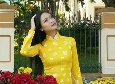 Chùm ảnh Hoa hậu Thuỳ Dung rực rỡ trong nắng xuân - 3