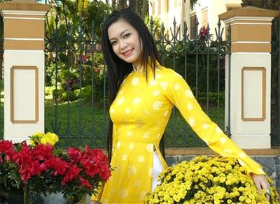 Chùm ảnh Hoa hậu Thuỳ Dung rực rỡ trong nắng xuân - 4