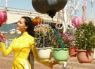 Chùm ảnh Hoa hậu Thuỳ Dung rực rỡ trong nắng xuân - 5