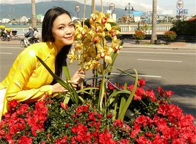 Chùm ảnh Hoa hậu Thuỳ Dung rực rỡ trong nắng xuân - 6