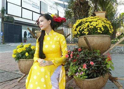 Chùm ảnh Hoa hậu Thuỳ Dung rực rỡ trong nắng xuân - 7